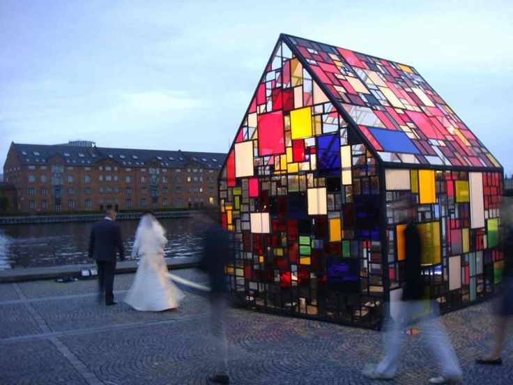 Kolonihavehus  by Tom Fruin is a pavilion built in the plaza outside of the Royal Danish Library and was made of hand welded angle iron and scraps of reclaimed plexiglass. It provided a backdrop for summer poetry performances. via inhabitat.com #Sculpture #Copenhagen #Kolonihavehus #Tom_Fruin #Inhabitat #sculpture