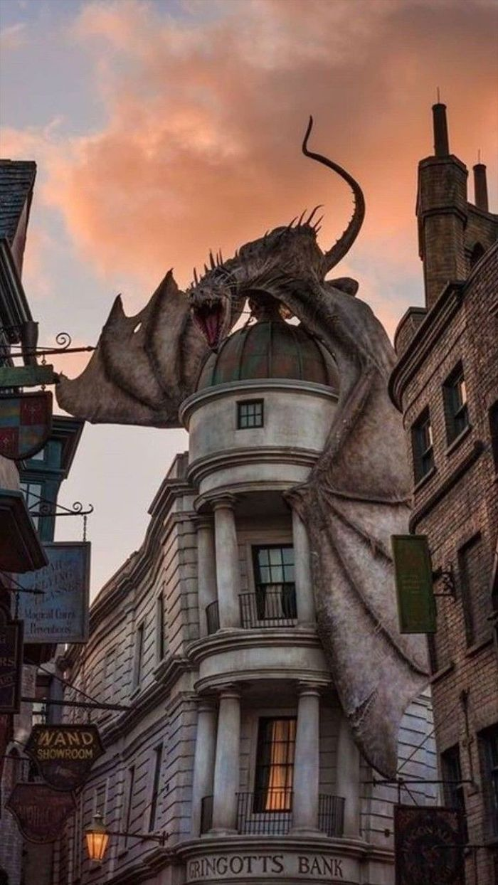 Dragon Standing On Top Of Gringotts Bank Harry Potter Phone Background Still From The Movie In 2020 Harry Potter Harry Potter Wallpaper Harry Potter Phone