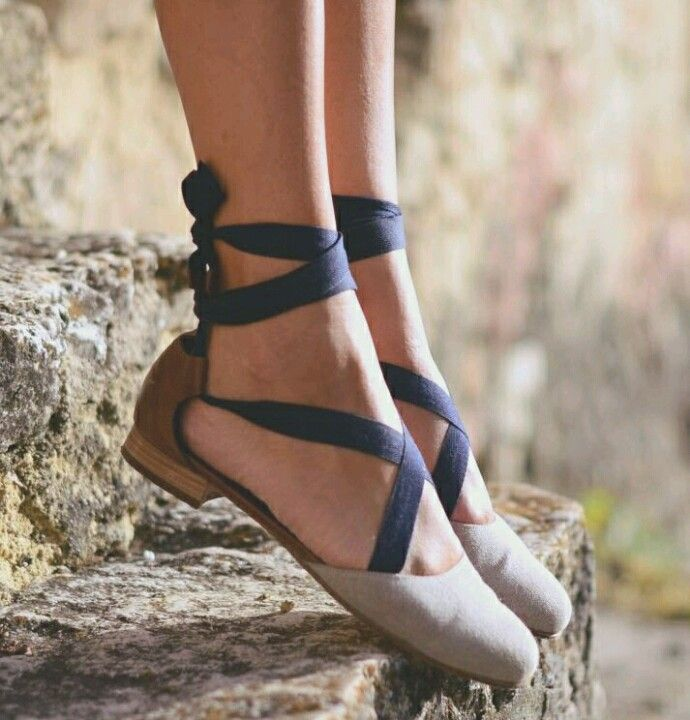Chloé flat beige & sandalwood shoes with navy straps that tie arount the ankle.