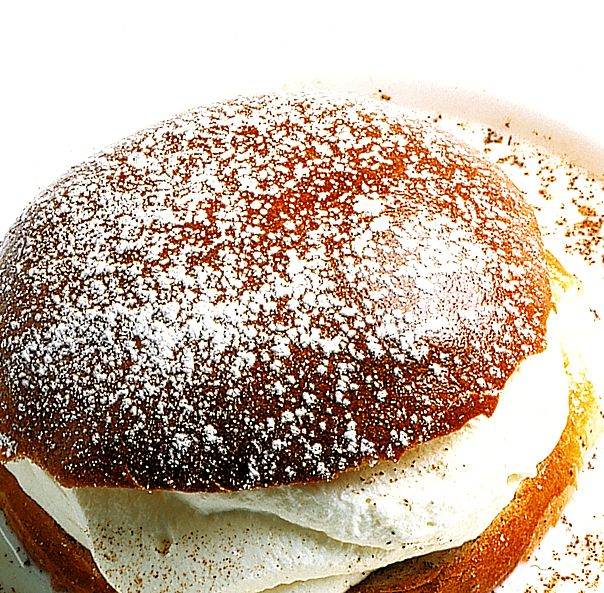 Semlor med varm mjölk | Köket.se
