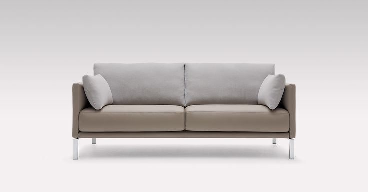 The Rolf Benz CARA sofa in grey adds discreet elegance to your living room.