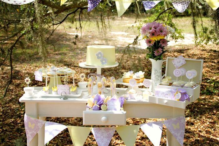 Una preciosa mesa de dulces para una fiesta primavera / A lovely sweet table for a spring party
