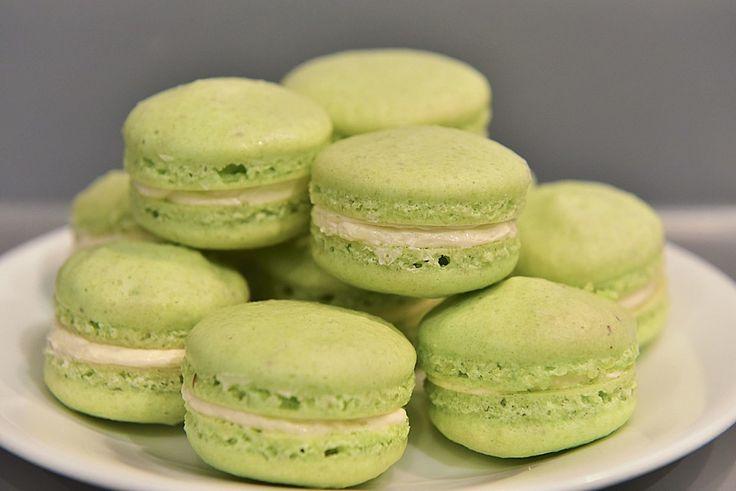 Macarons, ein gutes Rezept aus der Kategorie Kekse & Plätzchen. Bewertungen: 68. Durchschnitt: Ø 4,4.