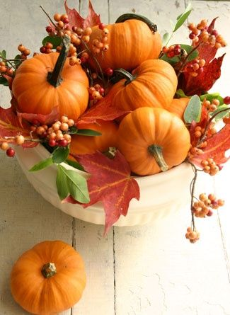 Lovely way to decorate for fall. Pumpkins and autumn leaves make a great centerpiece.