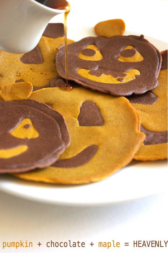 Chocolate Pumpkin Halloween PancakesBreakfast Brunches, Cute Halloween, Pumpkin Pancakes, Halloween Pumpkins, Holiday Food, Chocolates Pumpkin, Chocolates Pancakes, White Pumpkins, Face Pancakes