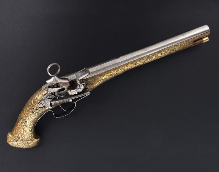 Pistola catalana de Ripoll amb pany Miquelet totalment decorada amb llautó treballat.