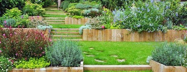 Jardin en pente jardiniers professionnels jardin for Amenagement jardin 2 niveaux