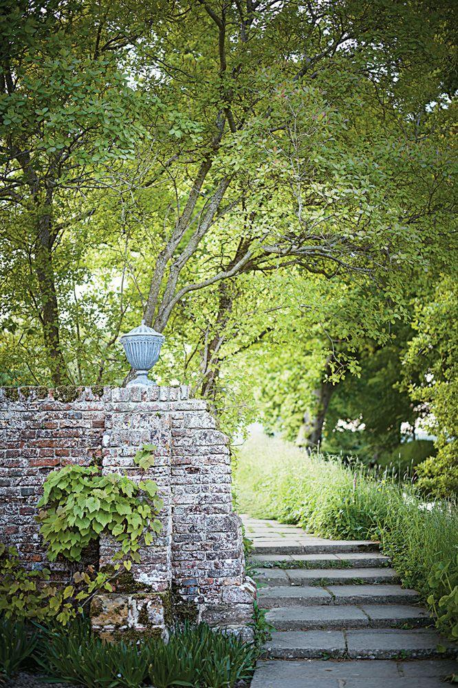 York flagstone steps descend to a moat/Sissinghurst
