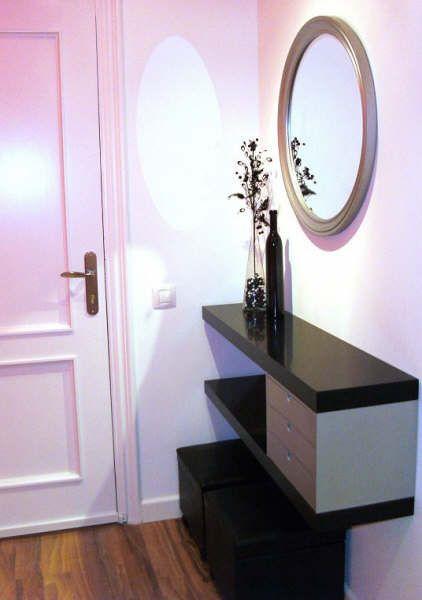 Un sencillo mueble de entrada con dos estantes lack - Muebles para entradas ikea ...
