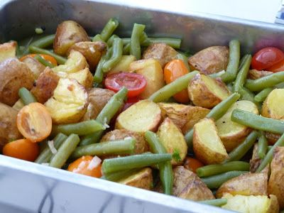 Warme aardappel salade met sperzieboontjes - met aardappel, sperzieboon, mosterd, honing, chili, ui, peterselie, tomaat, kaas