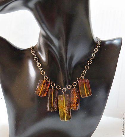Янтарное ожерелье из малообработанного янтаря в интернет-магазине на Ярмарке Мастеров. Небольшое ожерелье, легкое, удобное, модное из малообработанного природного янтаря, коньячного цвета. Удлиненная форма янтаря очень многим женщинам. Этот янтарь подвергался только механической обработке - шлифовка и полировка. Вся фурнитура - серебро 925 пробы израильского производства. По желанию покупателя можно заказать в комплект серьги и браслет.