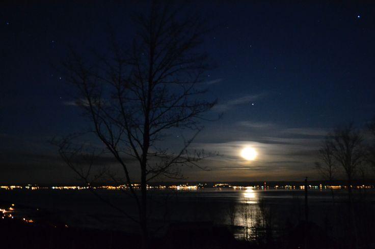 Lever de lune sur le fleuve St-Laurent aux Éboulements (2013)