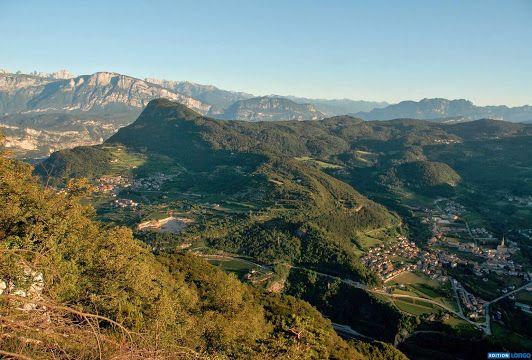 """Was für ein Aubslick! Monte Calisio und Civezzano. Foto aus dem Bildband """"Via Claudia Augusta"""" von Gianni Bodini. #berge #alpen #buch"""