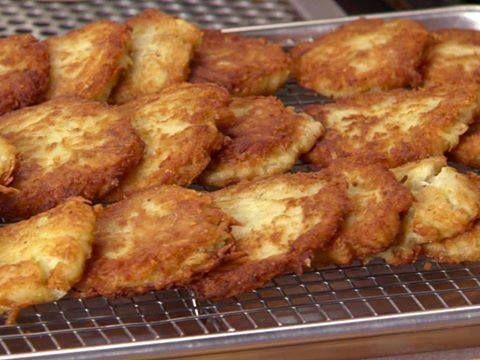 POTATO PANCAKES!! :http://recipescool.com/potato-pancakes-2/