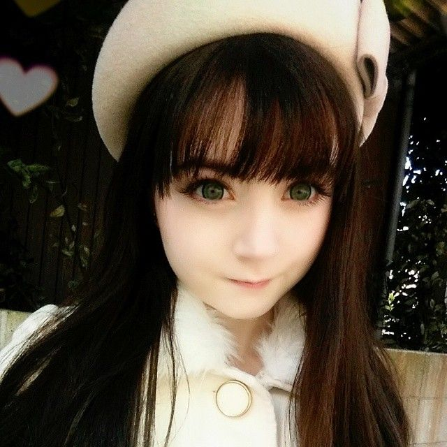 """""""The weather was great so I decided to film outside today  Side note✏  I'm wearing circle lenses in this pic! Dia 20mm, hell yeaaah!"""" Venus Angelic"""