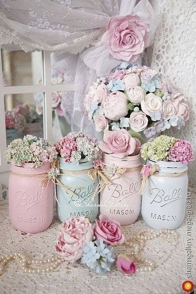 DIY Tips And Tricks for Painting Shabby Chic Mason Jars ! Idee zum Selbermachen, Marmeladengläser, pink, türkis, pastellfarben, nostaglisch, chic                                                                                                                                                     More