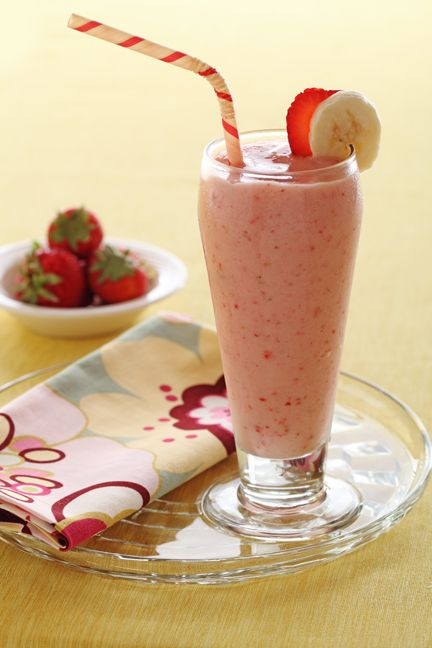 how to make a simple strawberry banana smoothie