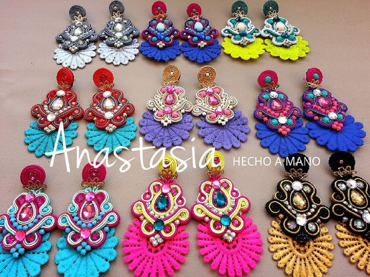 Una pequeña muestra de lo que tenemos para ti #moda #accesorios #collar #maxicollar #necklace #hechoenvenezuela #handmade #talentovenezolano #designersvenezuela #chic #trendy #outfit #musthave #fashion #closetvzlano #designersvenezuela #soutache #aretes #zarcillos #earings #madeinvzla #venezuela #wedding #novias #glam #glamour #cintillo #flores #diadema #tocado