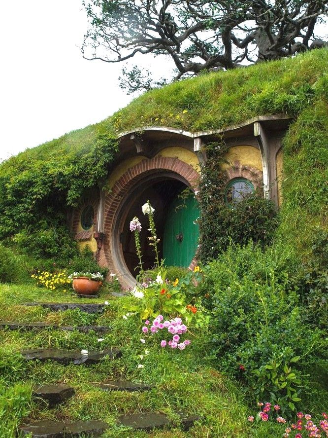 17 best images about hobbit like on pinterest canada for Hobbit house images