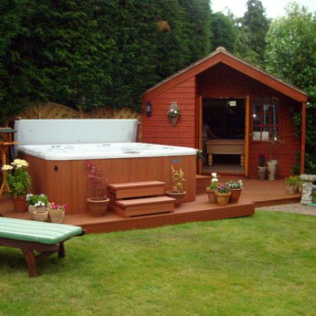 Hot tub and garden cabin on deck