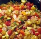 """PEPERONATA DI VALDARNO - www.iopreparo.com E' un contorno tipico della cucina toscana. Può essere servita con la classica """"fiorentina"""", con una bistecca o una scaloppina."""