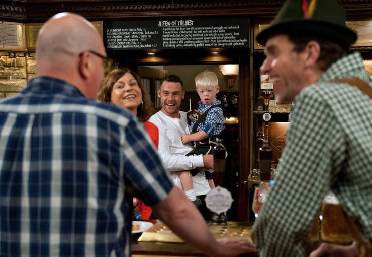 Paddy Kirk (Dominic Brunt), Chas Dingle (Lucy Pargeter), Aaron Dingle (Danny Miller), Leo Goskirk & Marlon Dingle (Mark Charnock) (September 2016)
