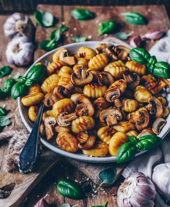 Crunchy fried gnocchi with garlic mushrooms (vegan
