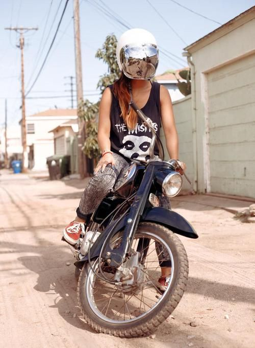 221 best images about biker babes on pinterest - Pictures of chicks on bikes ...