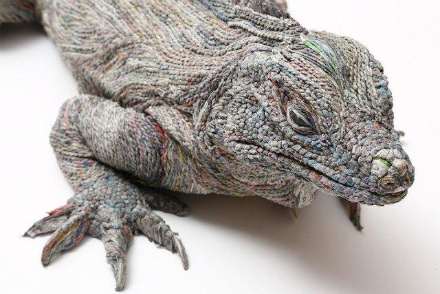 Papierexpert en kunstenares Chie Hititsuyama maakt realistisch ogende en zeer gedetailleerde papieren beelden uit het dierenrijk.