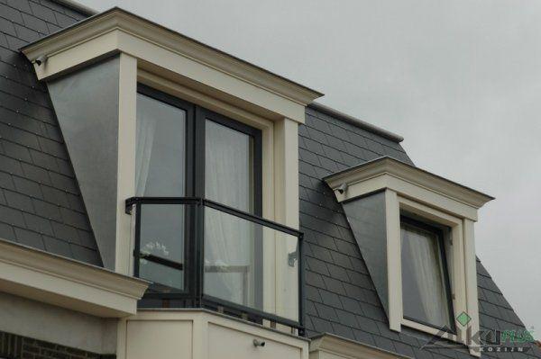 Dakkapel met deur en een Frans balkon