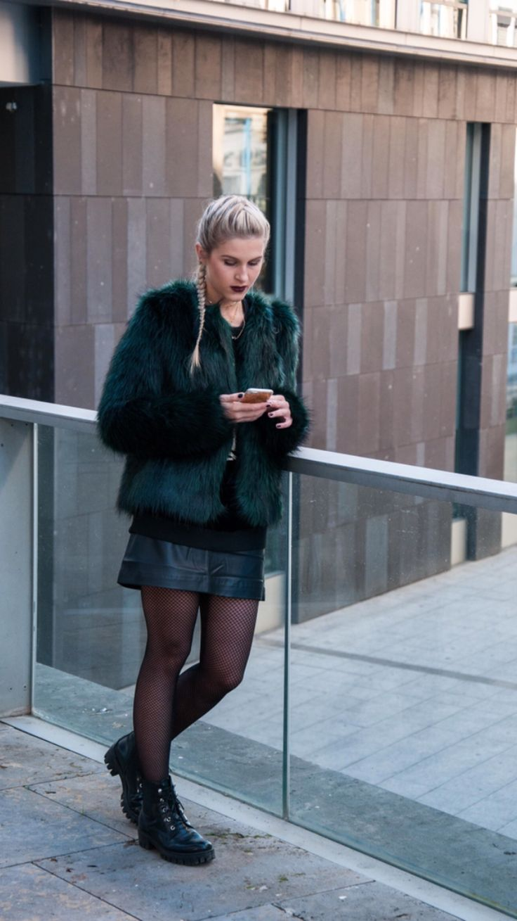 fake fur jacket, Felljacke, Ivyrevel, net tights,  Netzstrumpfhose, streetstyle, streetstyle,city
