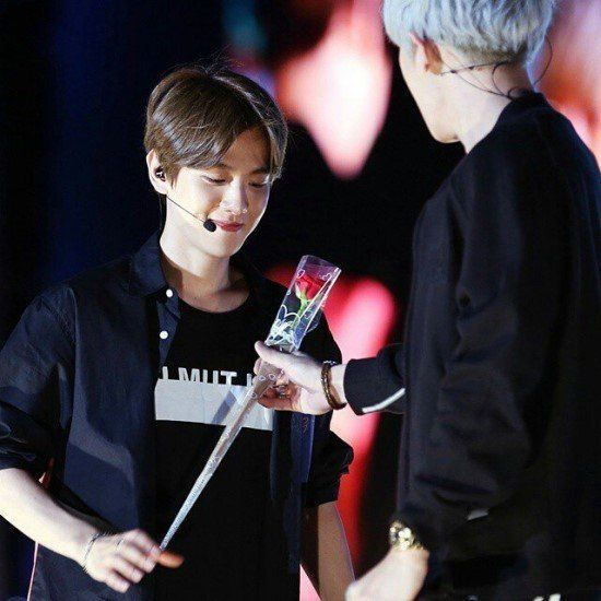 10 Photos That Prove Chanyeol & Baekhyun Could Secretly Be Dating - List Cards Embed - Quietly