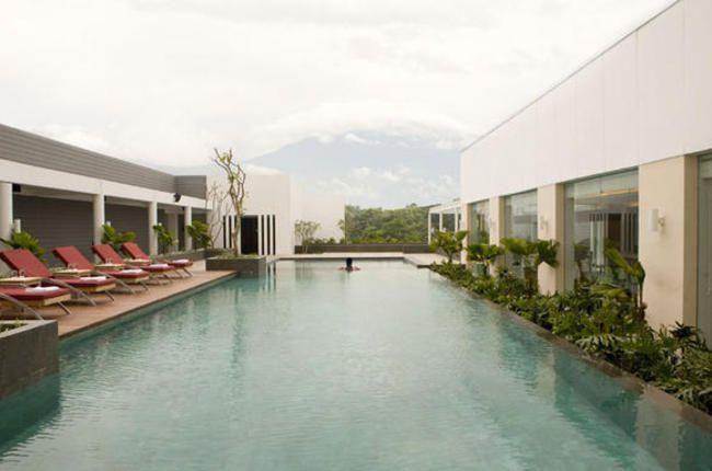 Nikmatnya Bermalam di Hotel Santika Bogor | 16/12/2014 | iDEAonline.co.id - Tak hanya sebagai tempat beristirahat dan berlibur, hotel pun ternyata bisa menjadi sumber inspirasi hunian. Bagaimana desain arsitekturalnya, konsep keseluruhan hotel, tata letak, hingga ... http://news.propertidata.com/nikmatnya-bermalam-di-hotel-santika-bogor/ #properti #hotel #desain #bogor