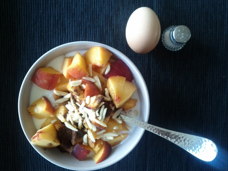Breakfast (2 blocks)  1P 1C 1F - 200gr low-fat  joguhrt  1 C - 150gr peach  1 F - almonds  1 P - egg  + burbon vanilla, salt