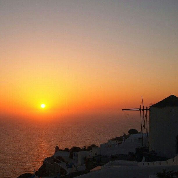#santorini #greece #love #sun #sunset #colors #sea #travel #summer #holiday #grecia #fun #instatravel #igers #picoftheday #igtravel #nofilter #travelgram #instagood #bestoftheday #happy #cute #follow #instamood #tweegram #sky #photooftheday #beautiful #instadaily #instagramhub