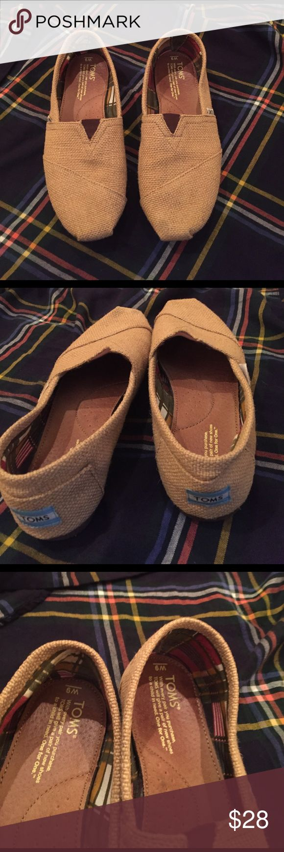 Burlap TOMS Classics Burlap TOMS Classics. Size 9. Excellent Used Condition, only worn a few times for short duration. Comfortable shoes for all day wear. Great for travel! TOMS Shoes Flats & Loafers