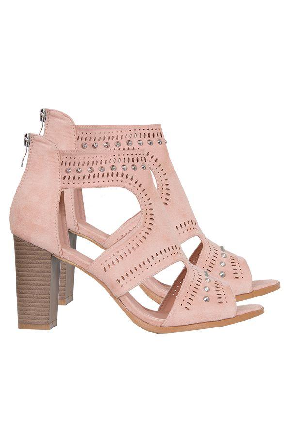 Cut Out Studs Hakken Roze | The Musthaves Bestel je Cut Out Studs Hakken Roze en styl je outfit af! Deze roze imitatie leren schoenen met hak zijn mega trendy