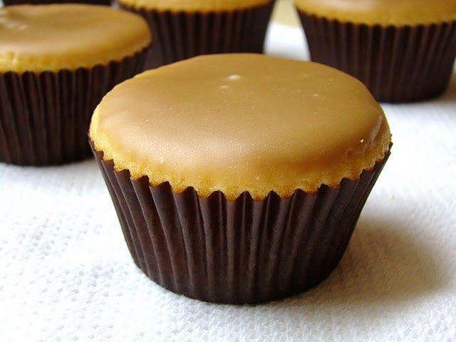 Caramel cupcakes! YES!!!: Desserts, Buttermilk Cake, Caramel Cupcakes, Cupcakes Recipe, Vanilla Buttermilk, Sweetsalti Caramel, Cupcakes Rosa-Choqu, Carmel Cupcakes, Caramel Ice