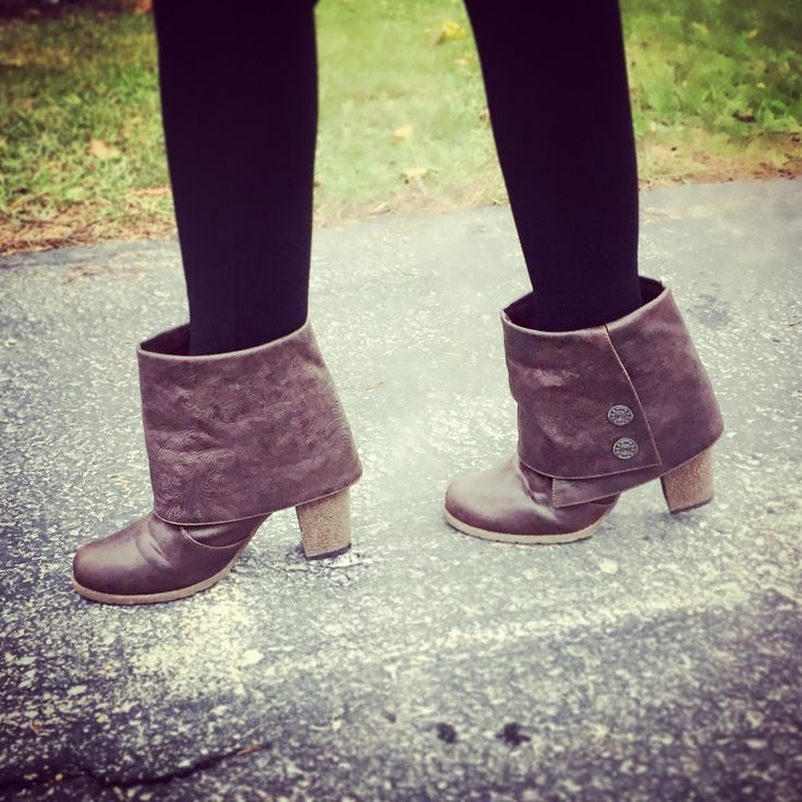 MUK LUKS Women's Chris Boot. Use promo code MARIAH at checkout for 25% off your entire muk-luks.com order! http://www.muk-luks.com/collections/womens-boots/products/womens-chris-boots-dark-brown