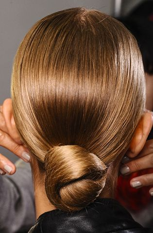 The sleek chignon is the go-to look for the next time you have a fancy dinner to attend hairstylist❤️Studió Parrucchieri Lory (Join us on our Facebook Page)  Via Cinzano 10, Torino, Italy.
