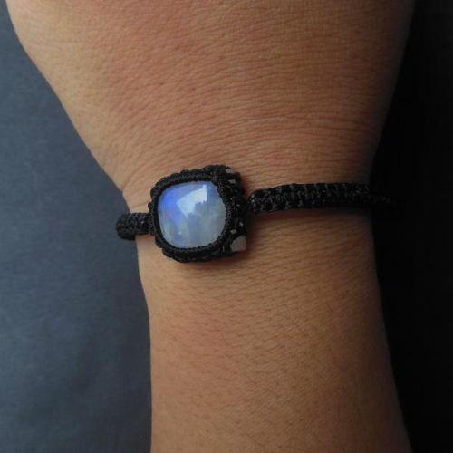 Rainbow moonstone bracelet gemstone macrame #Rainbowmoonstonebracelet #Gemstonebracelet #Macramejewelry