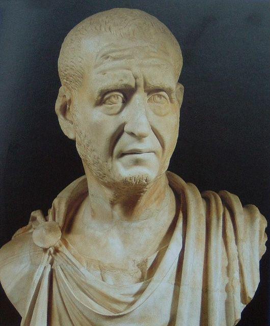 Ritratto dell'imperatore romano Decio 249-251 D.C. Busto in marmo Musei capitolini, Roma