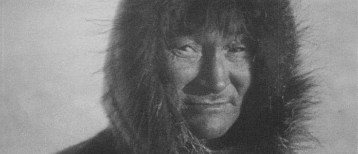http://mundodecinema.com/nanook-of-the-north/ - Estamos em 1922 e os cineastas procuram novos caminhos para percorrer com a arte recente do cinema. As imagens ainda são a preto e branco e os filmes permanecem em silêncio. Apesar de começarem a surgir alguns dos êxitos mais comerciais nos estúdios norte-americanos, o realizador Robert J. Flaherty decide partir para o Ártico, à procura de uma história que ninguém conheça. A magia da imagem em movimento já não é suficiente.