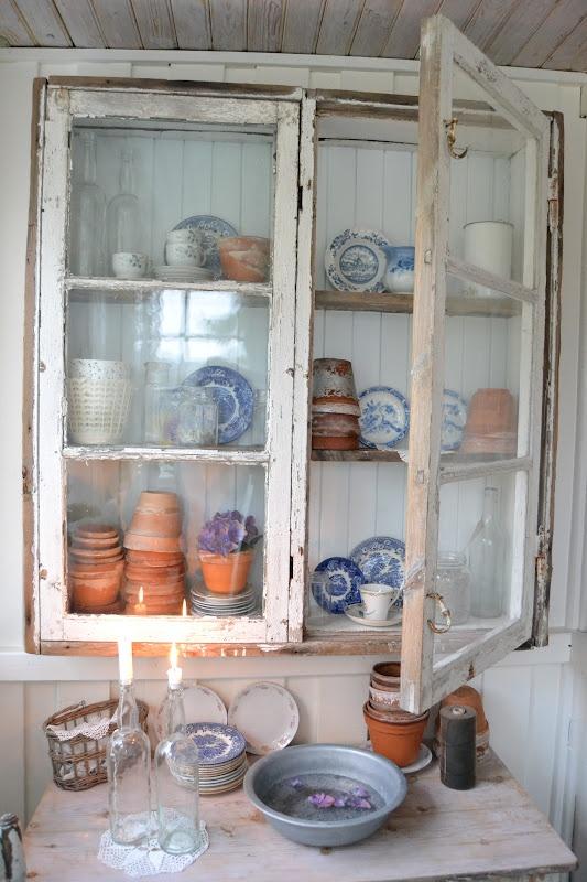 Tante Monica: Skap av gammelt vindu