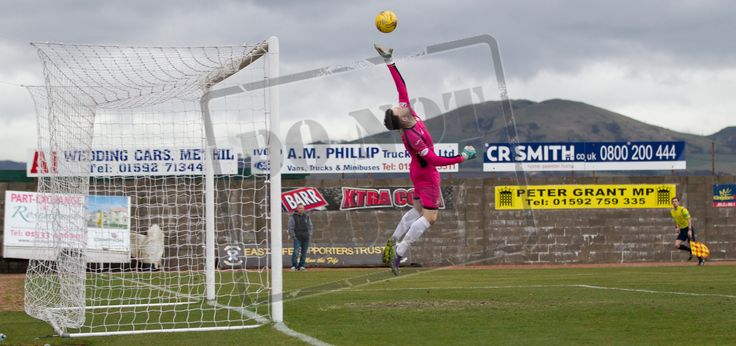 East Fife's keeper Liam Kelly makes a save during the SPFL League Two game between East Fife and Queen's Park.