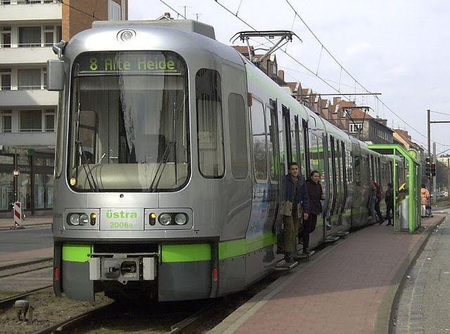 Gambar Trem di Hannover, Jerman.