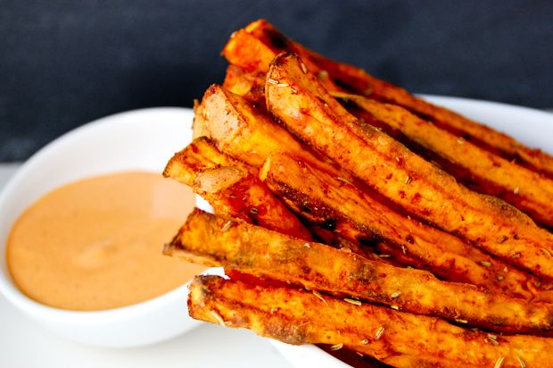 dinner tonight. spiced sweet potato fries with chipotle-garlic dip. yum, and so easy! complex carbs!