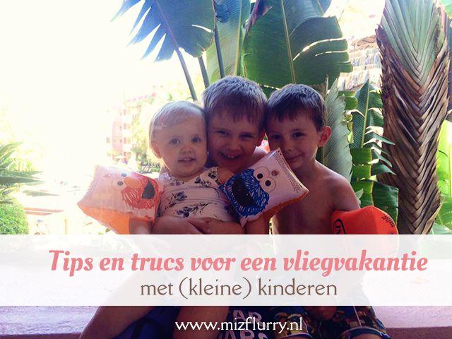 Ga je op reis met kinderen? Lees hier dan over de voorbereidingen, handige dingen om mee te nemen en tips voor tijdens een (lange) vliegreis.