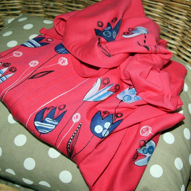 Malovaná mikina tulipány zasypaná S - M - malovaná dámská mikinka na zip s panty - kvalitní bavlna (80%), hezký moderní střih, kapucka, kapsy -malovaný motiv na předním dílu, kapuci a rukávu -barva malinová růžová - ihned dostupná vel. M . - foceno na postavě vel.38 Pouze jeden kus! - návod ná údržbu bude přiložen