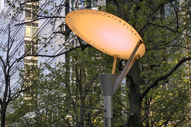 www.girlbanker.com, interesting street lamp in Canary Wharf